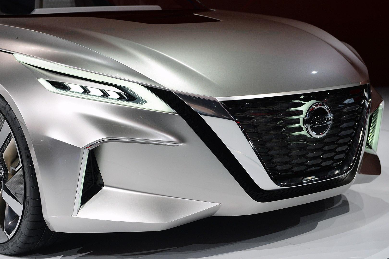 Смотреть Nissan Altima 2019 модельного года: рестайлинг седана видео