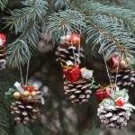 как развесить игрушки на елку