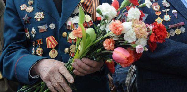 вручение цветов ветеранам