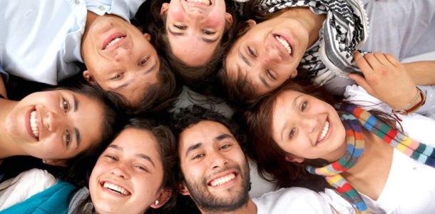 молодые люди на день молодежи