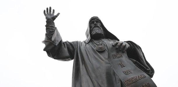 памятник патриарху в Москве 2019