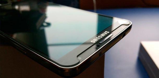 cмартфон с алмазным экраном