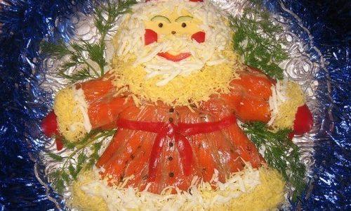 Дед Мороз из слайсов красной рыбы