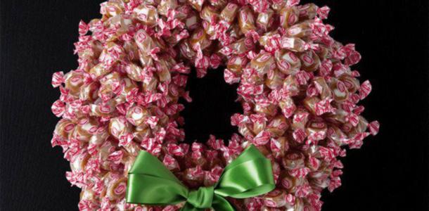 венок из конфет