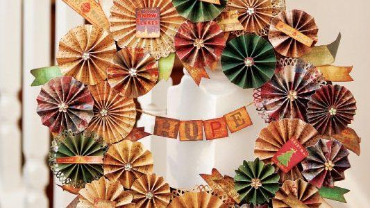 Новогоднее украшение в виде венка из бумаги на Новый год 2019