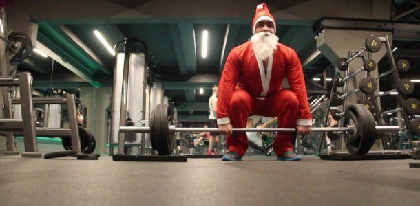Дед Мороз в спортзале