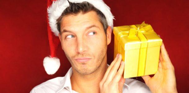 мужчина и подарок