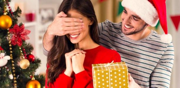 Что подарить любимой девушке на Новый год 2019
