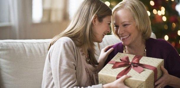 Что подарить женщине на Новый год 2019