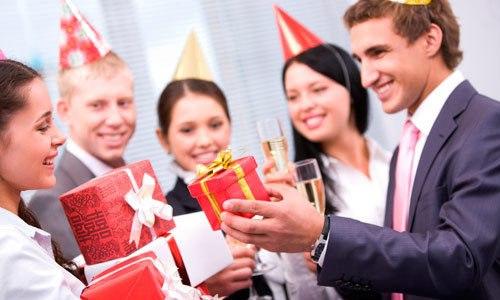 Что подарить коллегам на Новый год 2019?
