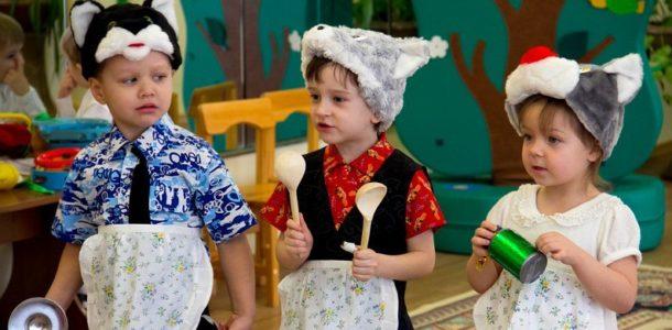 Дети в костюмах на утреннике