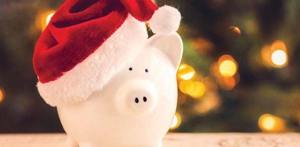 свинья копилка в новогодней шапке